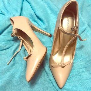 Beige pointy heels